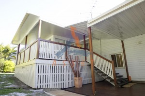 Low level timber deck, timber balustrade, East Ipswich