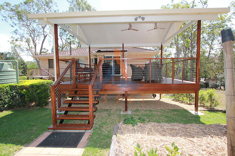 Brisbane ipswich high level timber decking deck for Split level garden decking